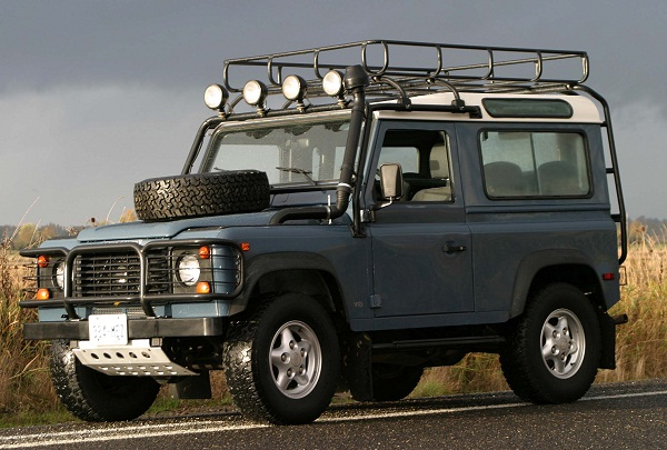 на фото Land Rover Defender
