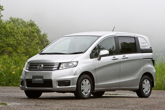 Honda Freed Spike на фото