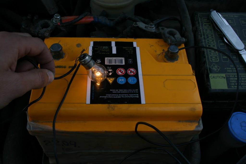 проверяем заряд аккумулятора