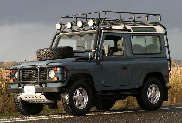 на фото Land Rover Defender