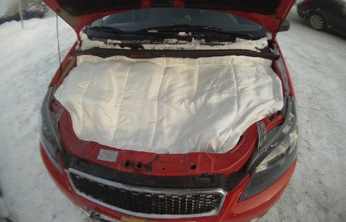 утепление двигателя машины в мороз при помощи автоодеяла фото
