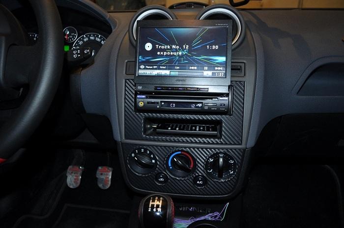 фото автомагнитолы с выдвижным экраном