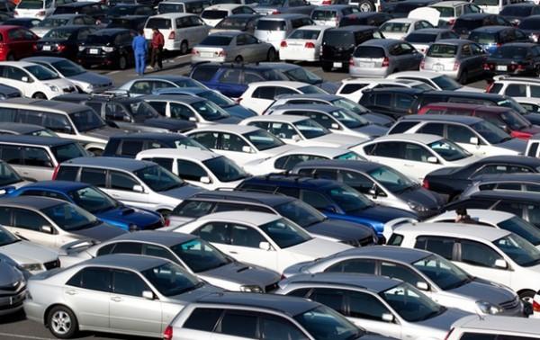 на фото автомобили, которые ждут оформления на томожне