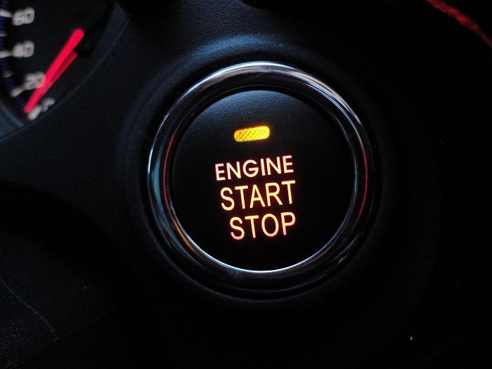 на фото кнопка системы Старт-Стоп