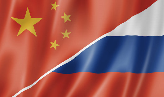 на фото Флаги Китай-Россия