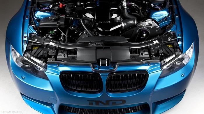 на фото двигатель bmw