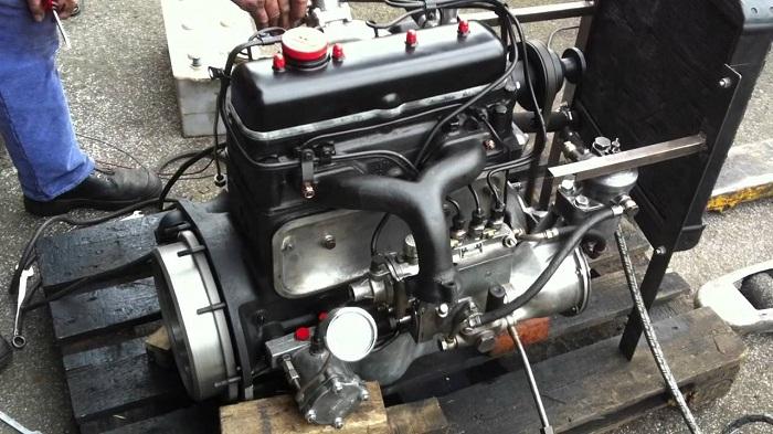 на фото двигатель Mercedes 170 DS Motor OM 636