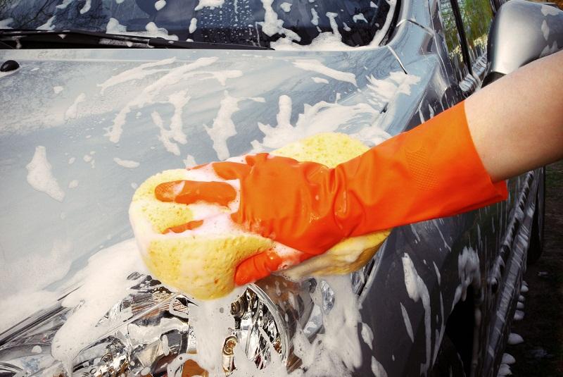Можно мыть машину во дворе