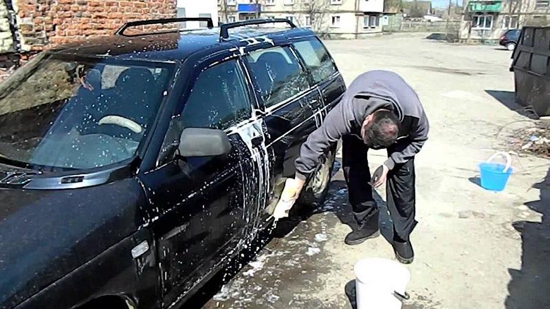 можно ли мыть машину у двора дома фото