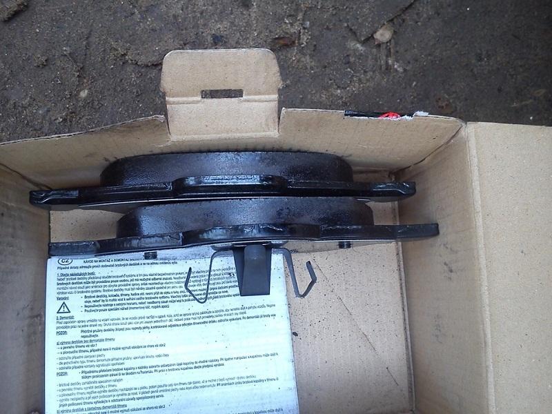 передние тормозные колодки на Рено Сандеро или Рено Логан фото
