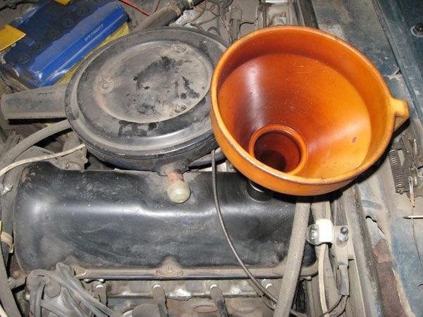 Какое масло лучше заливать в двигатель ВАЗ