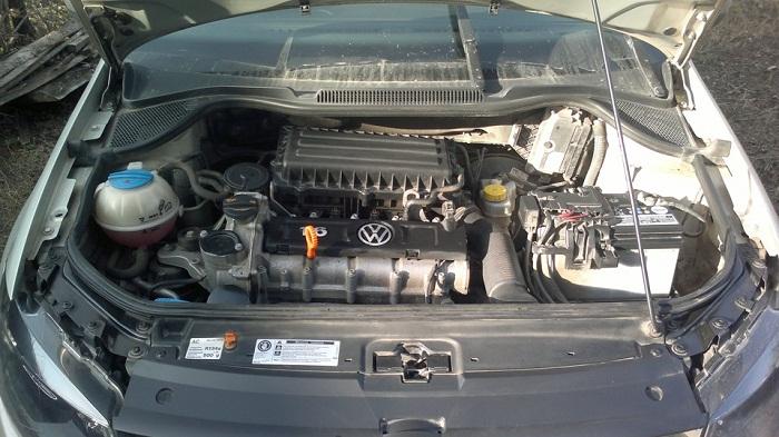 Какое масло лучше заливать в двигатель Фольксваген Поло седан фото