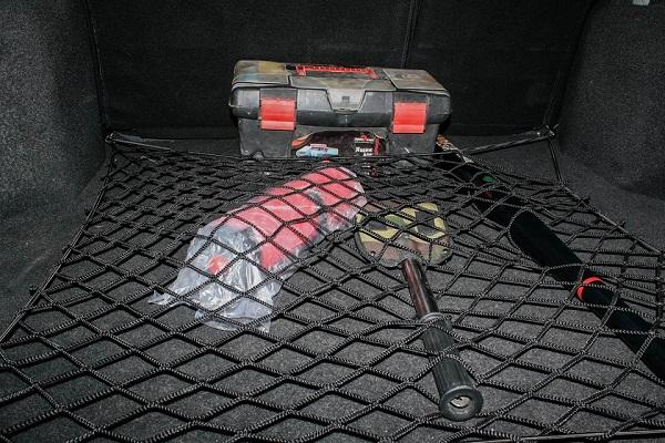 Какое крепление для сетки в багажник предусмотрено