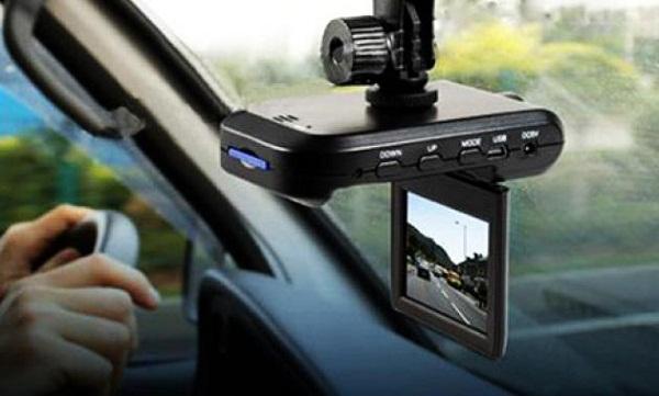 Лучшие видеорегистраторы по отзывам автовладельцев