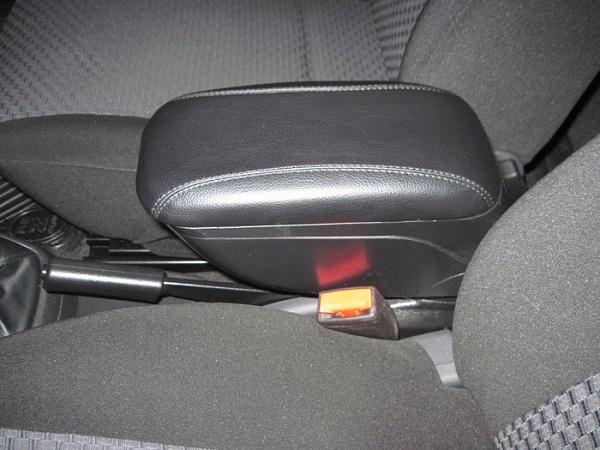 Как снять подлокотник на авто