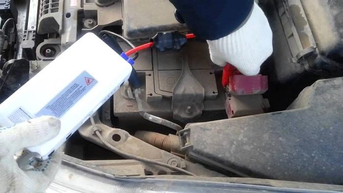 Портативное пуско-зарядное устройство для автомобиля: выбор и советы