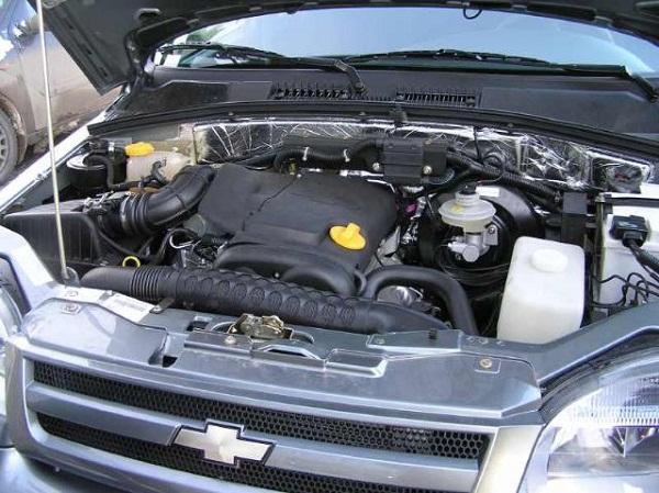 Демонтаж радиатора отопителя на Chevrolet Niva с кондиционером