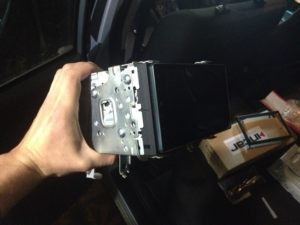 Установка новой магнитолы в салон Тойота Королла