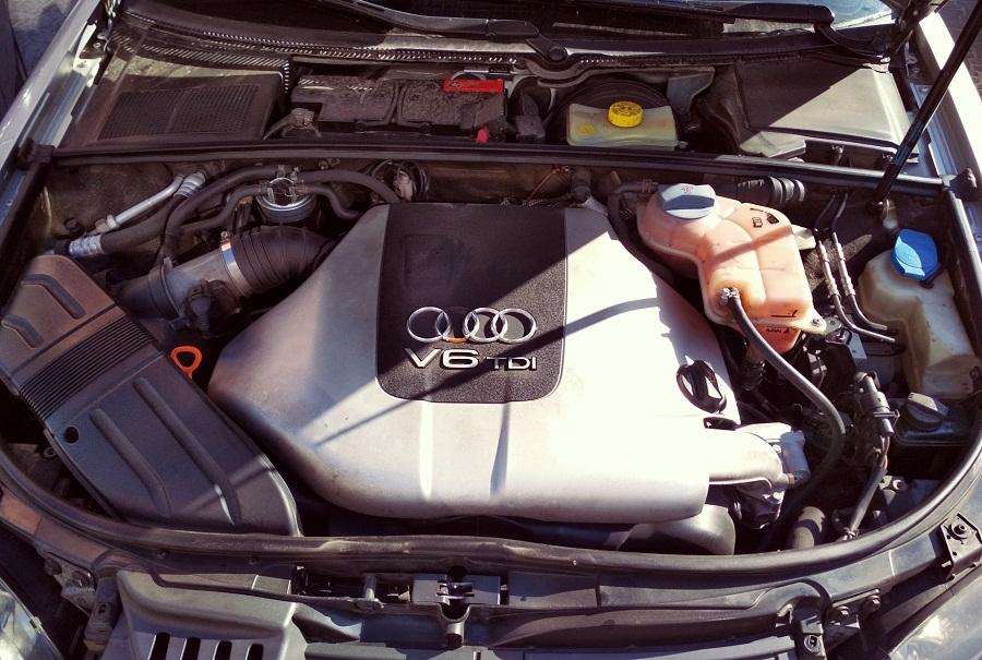 Ауди А4 V-образный двигатель объёмом 3.0 л